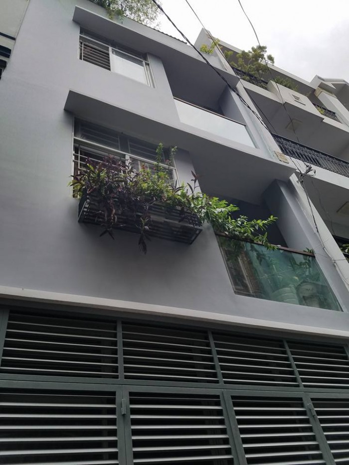 Bán nhà Cao Thắng, quận 10, DT 60m2 x 4T , phân lô, hxh tránh, oto đỗ cửa, giá 10 tỷ.