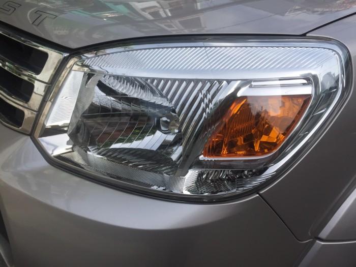 Cần bán xe Ford Everest 2015 số sàn máy dầu