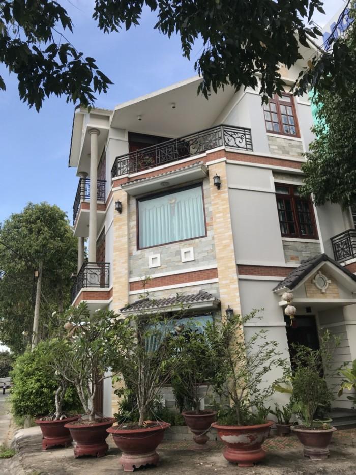 Cần bán căn biệt thự và khách sạn liền kề nhau 200m2 . Ngay trung tâm thành phố Tân An Long An