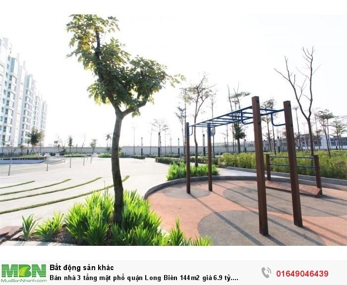 Bán nhà 3 tầng mặt phố quận Long Biên 144m2
