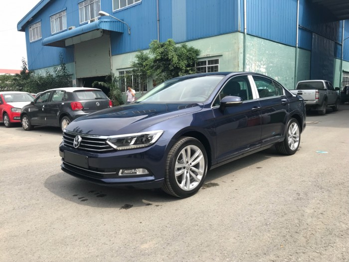 BÁN XE VOLKSWAGEN PASSAT Bluemotion GIAO NGAY
