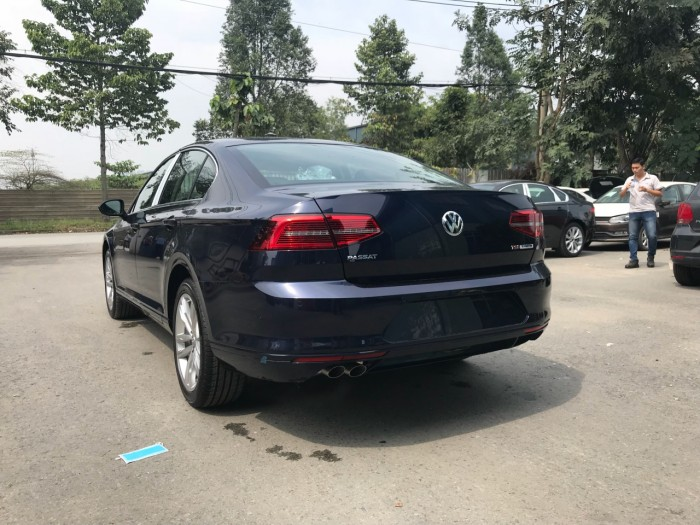 BÁN XE VOLKSWAGEN PASSAT Bluemotion GIAO NGAY 10