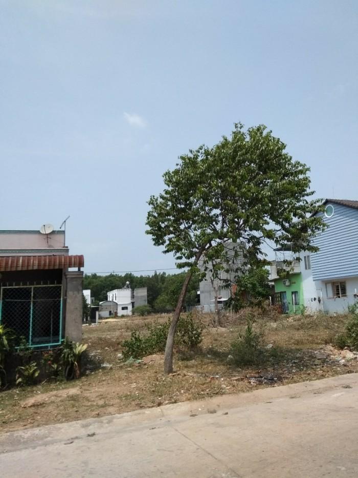 Cô Hồng cần bán 300m2 thổ cư gần QL13 dân đông sát chợ tiện KD buôn bán, karaoke, xây trọ.