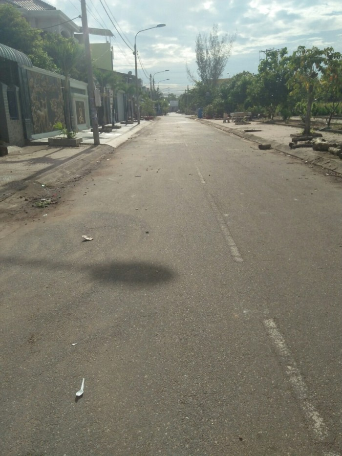 Bán lô góc hai mặt tiền Đường Võ Thị Sáu xã Phú Đông 9x27 thổ cư 140m