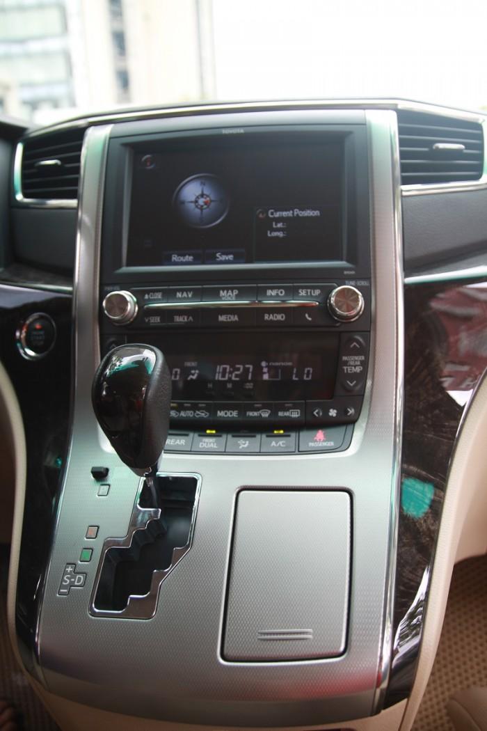 Toyota Alphard Limited sản xuất 2014, đk 2015.