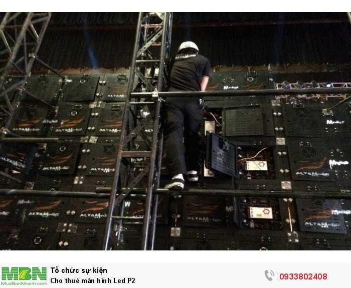 Nhân viên kỹ thuật thi công lắp ráp cho thuê màn hình Led P2