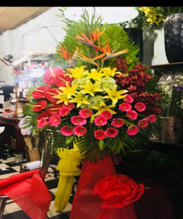 Lẵng hoa chúc mừng khai trương gồm hoa hồng môn đỏ, hoa thiên điểu, hoa lan moka, hoa đồng tiền, hoa lily, hoa cẩm tú cầu , với tông màu nổi bật sẽ mang đến nhiều thuận lợi, may mắn, tài lộc cho gia chủ0