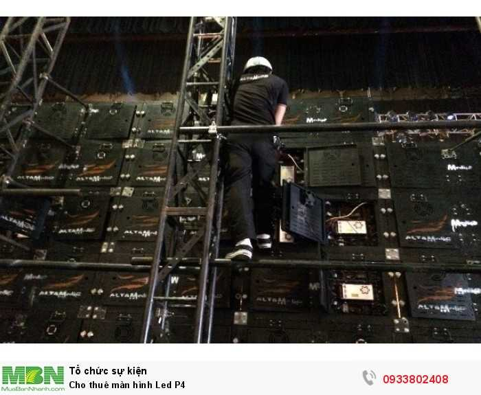 Nhân viên kỹ thuật tại Màn hình Led Âu Lạc - thi công lắp đặt màn hình Led P4