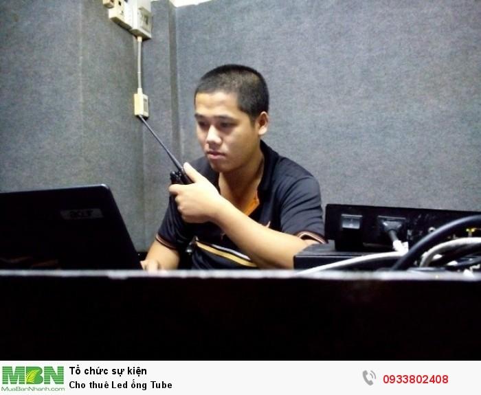 Nhân viên kỹ thuật theo dõi thi công, giám sát các hoạt động cho thuê, vận hành màn hình Led các loại