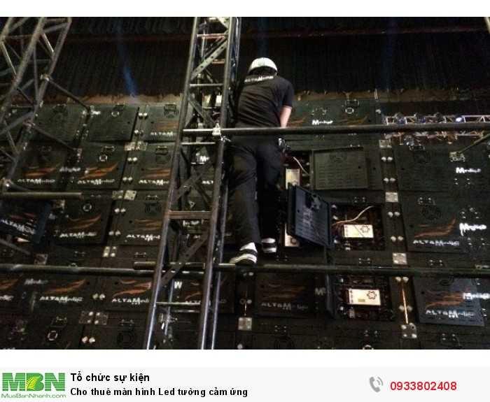 Sau mỗi màn hình Led tường cảm ứng là đội ngũ kỹ thuật viên tay nghề cao của Màn hình Led Âu Lạc thi công, vận hành