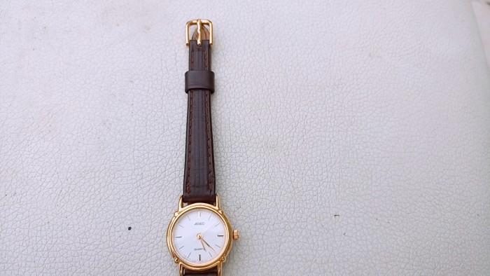 Đồng hồ quartz Nữ Adec .1