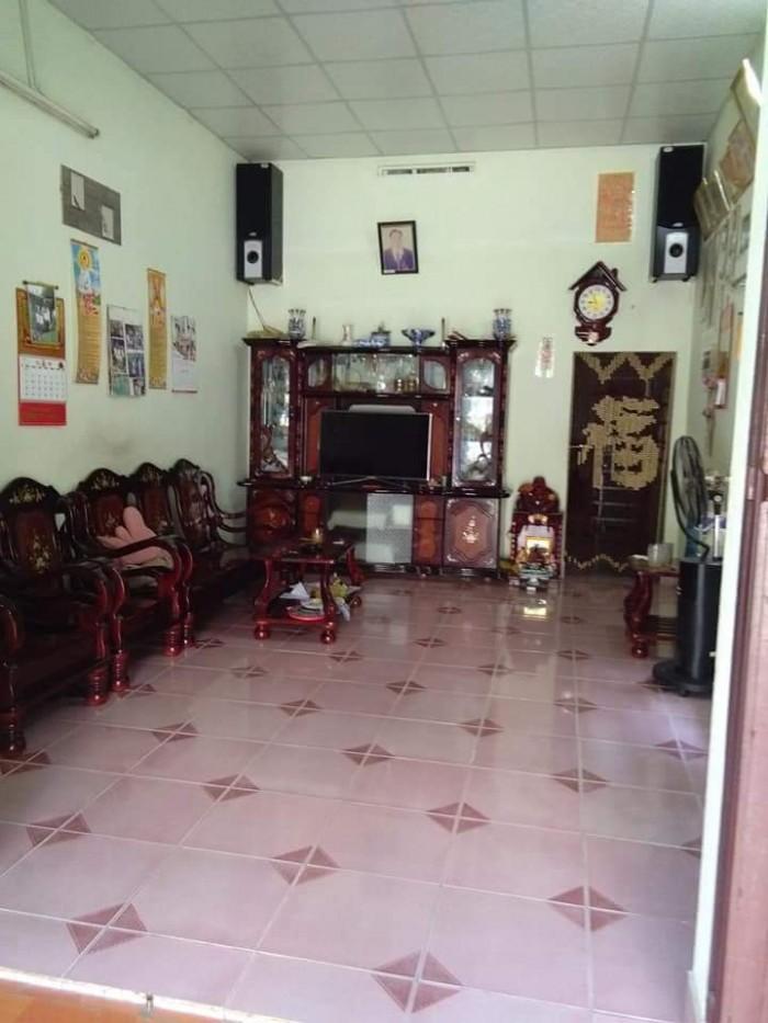 Cần bán nhà tại P. Tân Phong dt nhà 70m2, đất 200m2