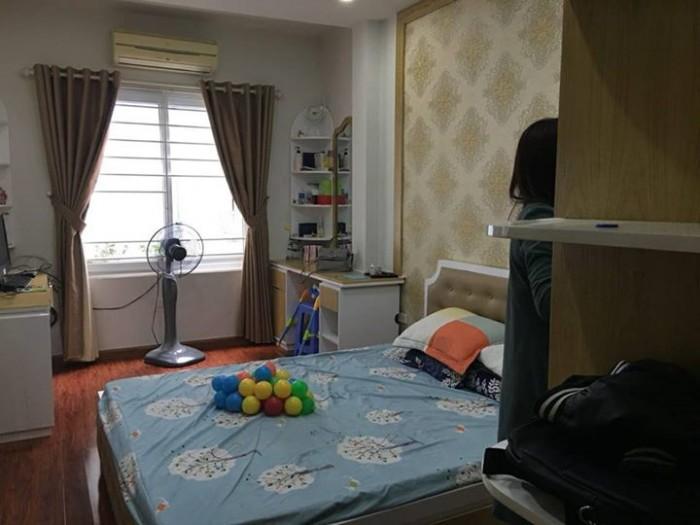 Chính chủ cần bán nhà gần mặt phố Trần Quốc Hoàn, diện tích 42m2 x 5 tầng, giá 8,2 tỷ