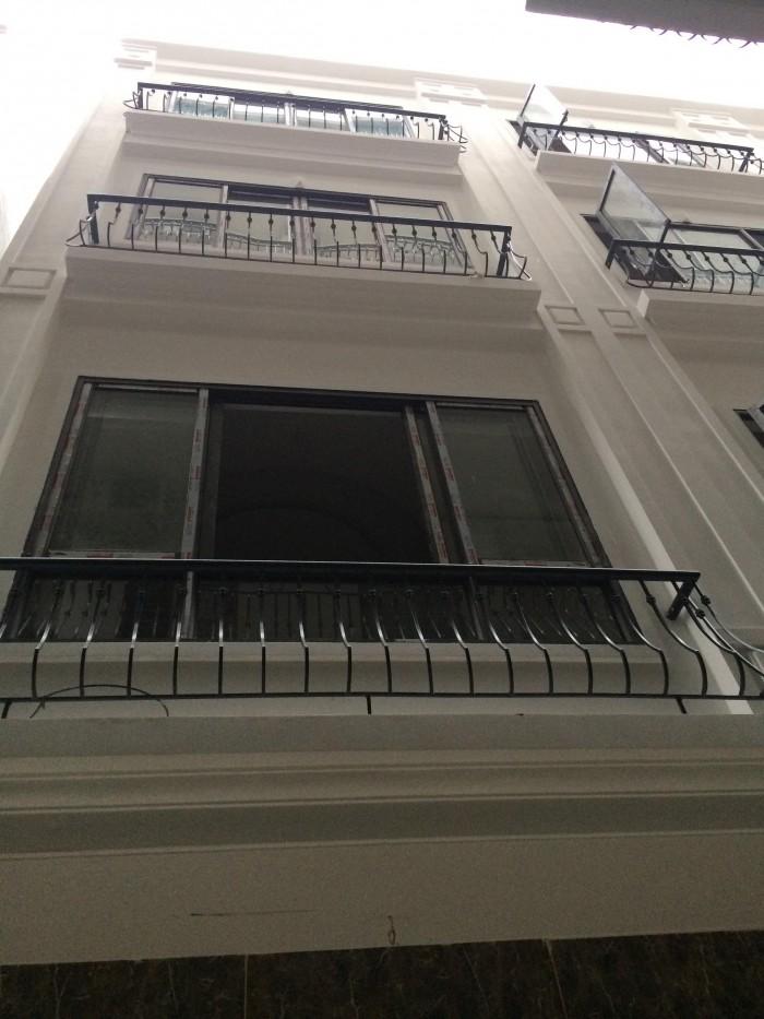 Chính chủ cần bán nhà gần mặt phố Trần Quốc Hoàn, diện tích 45m2 x 6 tầng