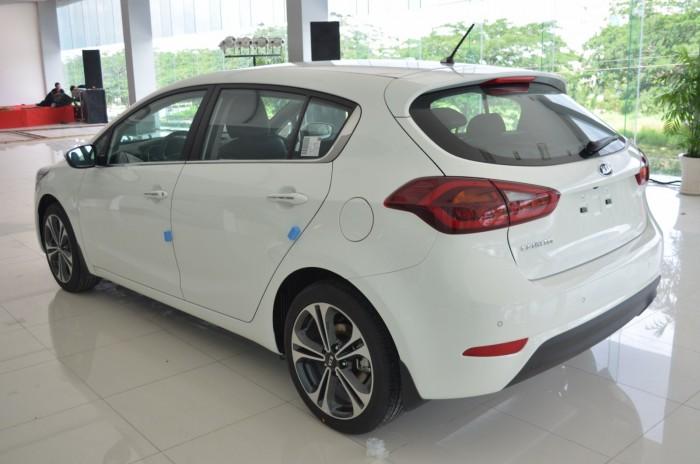Xe Kia Cerato giá chỉ từ 499 triệu,đời 2018, hỗ trợ vay trả góp mức tối đa, tặng gói phụ kiện giá trị 11