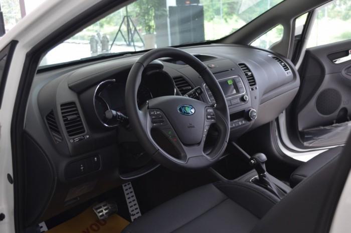 Xe Kia Cerato giá chỉ từ 499 triệu,đời 2018, hỗ trợ vay trả góp mức tối đa, tặng gói phụ kiện giá trị 10