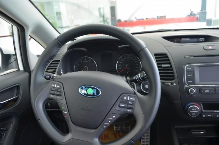 Xe Kia Cerato giá chỉ từ 499 triệu,đời 2018, hỗ trợ vay trả góp mức tối đa, tặng gói phụ kiện giá trị 8