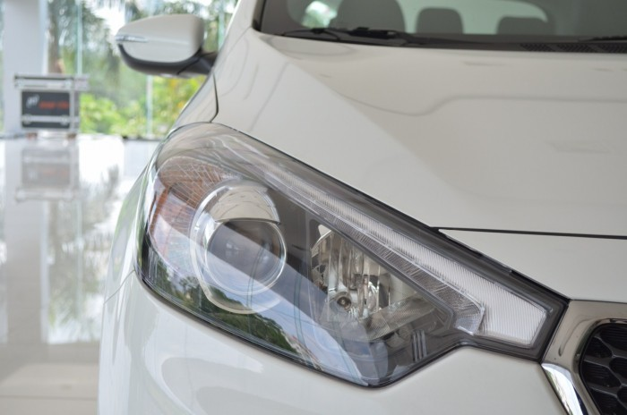 Xe Kia Cerato giá chỉ từ 499 triệu,đời 2018, hỗ trợ vay trả góp mức tối đa, tặng gói phụ kiện giá trị 4
