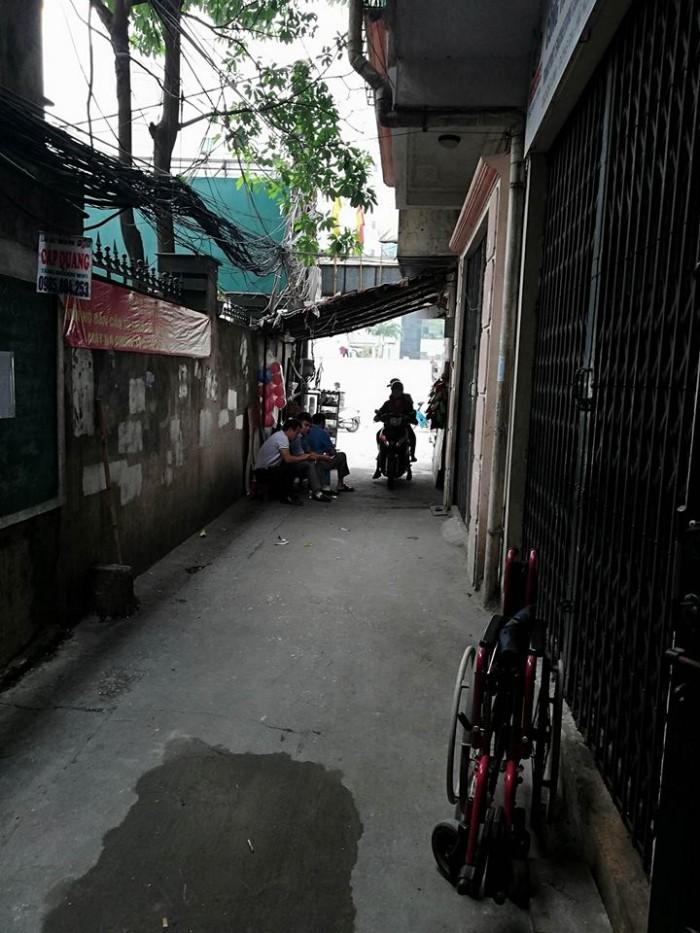 Cho thuê nhà, mặt bằng kinh doanh tại Cát Linh 40m x1,5 tầng, mặt tiền 3,5m