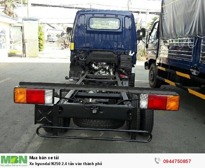 Xe Hyundai N250 2.4 tấn vào thành phố