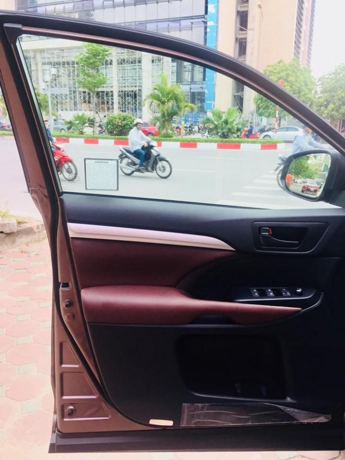 Toyota Highlander 2017 LE màu nâu sậm, xe mới 100%. 9