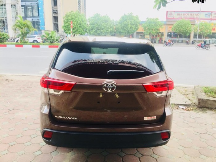 Toyota Highlander 2017 LE màu nâu sậm, xe mới 100%. 10