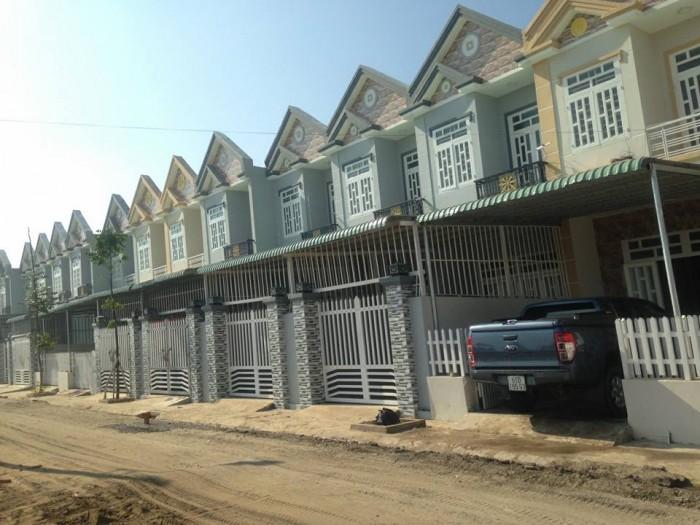 Bán 20 căn xây mới liền kề 1 trệt 1 lầu gần chợ, đầy đủ nội thất cơ bản