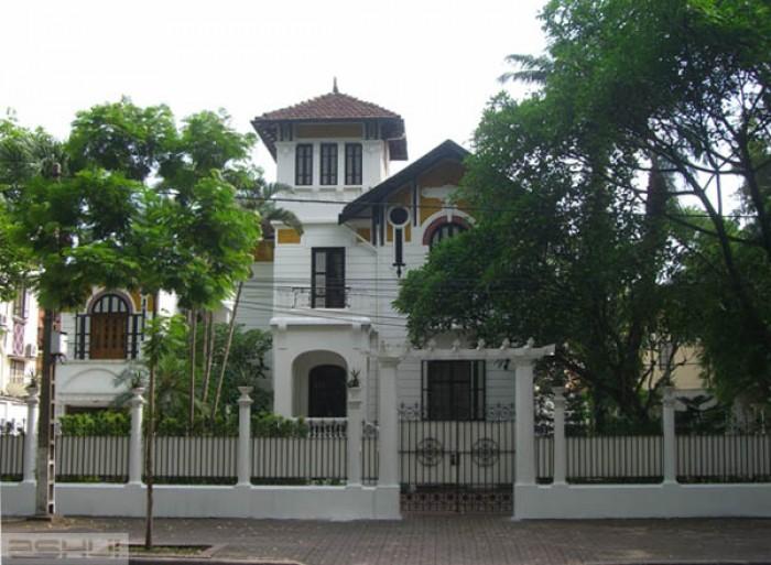 Bán nhà Văn Cao, Liễu Giai, Ba Đình, 100m2 5 tầng, lô góc sân vườn, gara ô tô 14,5 tỷ