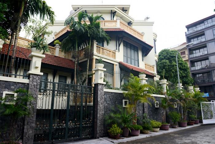 Bán gấp nhà 2 mặt tiền chợ Bà Chiểu, 160 m2, 18 tỷ, thu nhập 110 triệu/tháng.