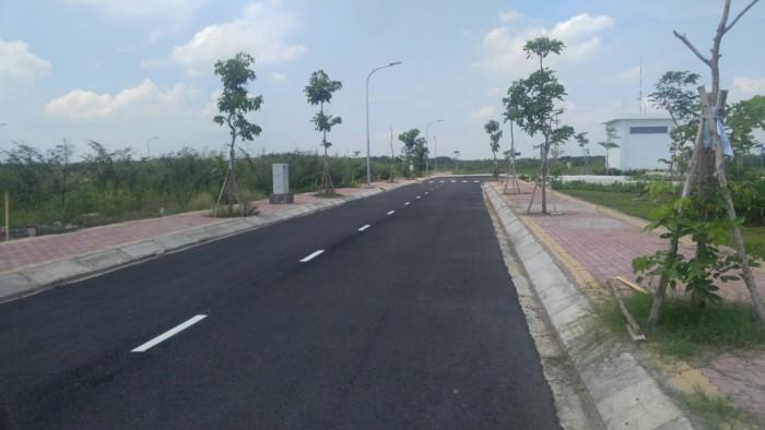 Bán đất gần KCN Long Hậu, bao sang tên, giá 985 triệu/nền.