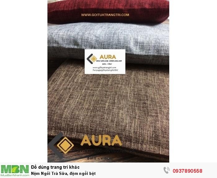 Nhằm đáp ứng nhu cầu ngày càng cao của quý khách hàng và mong muốn mang lại sản phẩm tốt hơn, đảm bảo cho người tiêu dùng, AURA đã cải tiến dòng đệm ngồi thông thường sang loại đệm ngồi mới đẹp hơn, sang trọng hơn và chất lượng được cải tiến nhiều hơn để mang lại sự êm ái, thoải mái và đặc biệt là không sử dụng mút vụt dán keo , sự hài lòng cho quý khách hàng đã tin tưởng và sử dụng sản phẩm của AURA trong thời gian vừa qua.  Đệm ngồi có 2 kích thước 40 x 40 cm, và 50 x 50 cm Đệm ngồi thiền được may thủ công bằng tay, cẩn thận từng đường kim mũi chỉ, đảm bảo độ chắc chắn cho nệm khi ngồi và thời hạn sử dụng lâu dài từ 3 - 5 năm vẫn như mới  Nệm ngồi có  màu sắc sang trọng phù hợp trang trí phòng khách, quán cafe, trà sữa, quán ăn, nhà hàng... theo phong cách trà đạo Nhật Bản.  Nệm ngồi dùng để ngồi thiền, tịnh tâm,dùng để cúng dường cho chùa, nơi thờ cúng linh thiêng.   Qúy khách hàng có nhu cầu vui lòng liên hệ với chúng tôi theo các thông tin sau: HOTLINE : 0989.040.449 - 0937.890.558 Zalo-viber)  Nhận cung cấp đệm ngồi bệt, gối tựa lưng và vỏ gối tựa lưng cho các quán cafe, trà sữa, nhà hàng, khách sạn... với giá và chất lượng cực tốt vui lòng liên hệ trực tiếp qua điện thoại  Đệm ngồi bệt AURA có nhiều màu sắc trang nhã, đa dạng về phong cách,tham khảo thêm rất nhiều sản phẩm trên website GỐI TỰA TRANG TRÍ COM hoặc fanpage GỐI TỰA LƯNG AURA hoặc ĐỆM NGỒI BỆT - NỆM NGỒI AURA đệm ngồi có vỏ bọc tháo rời, có khóa kéo, rất tiện vệ sinh sạch sẽ, nhanh khô, không bị ẩm mốc như đệm may liền vỏ thông thường  GIÁ CỰC TỐT CHO ANH CHỊ MUA SỐ LƯỢNG NHIỀU vui lòng liên hệ HOTLINE:0989.040.449 - 0937.890.558 để được hỗ trợ tư vấn.  CHÂN THÀNH CẢM ƠN QUÝ KHÁCH ĐÃ TIN DÙNG VÀ ỦNG HỘ SẢN PHẨM CỦA AURA MẾN CHÚC QUÝ KHÁCH LUÔN HẠNH PHÚC VÀ THÀNH CÔNG6