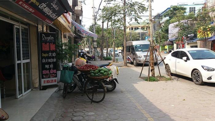 Cần bán nhà phố Dương Văn Bé, Hai Bà Trưng, kinh doanh tốt, ô tô đỗ cửa, 50m2. 5,2tỷ cách phố 10m