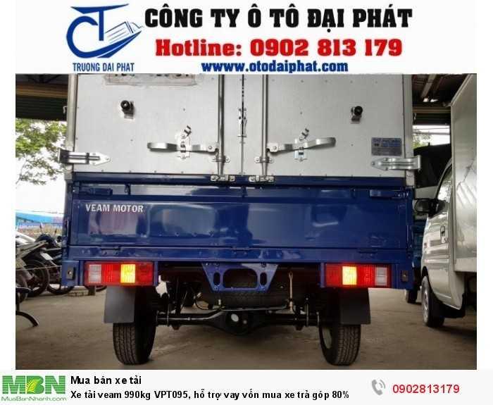 THÙNG XE VEAM VPT095 Xe tải Veam 990kg mui bạt VPT095 có thiết kế thùng xe khá nhỏ gọn và có tính thẩm mỹ cao đảm bảo tính linh hoạt trên các cung đường nhỏ hẹp, phù hợp cho việc lưu thông vận chuyển hàng hóa trên nhiều loại đường khác nhau. Thùng xe veam 990kg VPT095 đa dạng với 3 loại thùng ( kín, mui bạt, lững) đáp ứng được nhu cầu chuyên chở của khách hàng. Loại thùng lững có thể mở cả ba phía và sàn thùng cách mặt đất giúp việc bốc dỡ hàng hóa được tiến hành dễ dàng hơn.