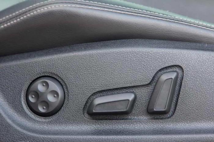 Chính chủ mình bán Volkswagen scirocco sport 2010 at 2.4 màu trắng đẹp. 2