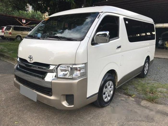 Bán Toyota Hiace 3.0 máy dầu 2017 nhập nhật màu trắng còn rất mới.