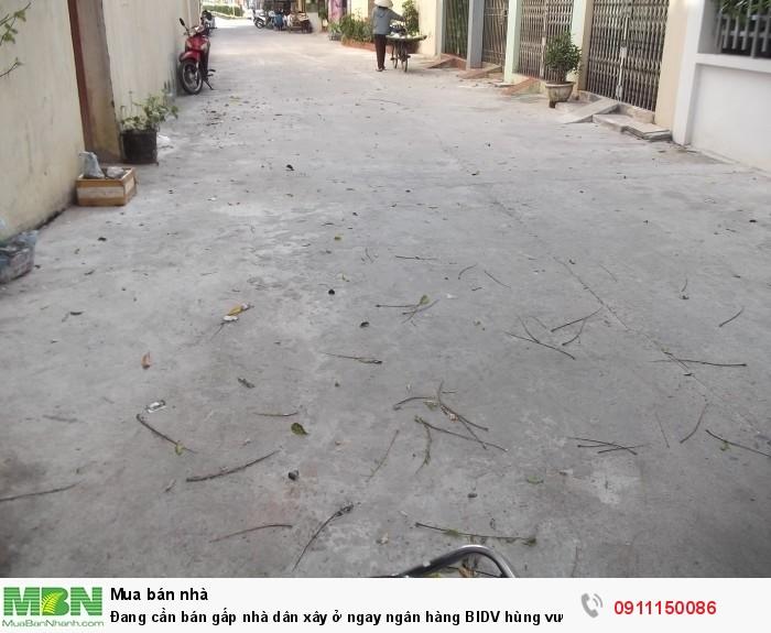 Đang cần bán gấp nhà dân xây ở ngay ngân hàng BIDV hùng vương ngay hồ vị hoàng Nam Định