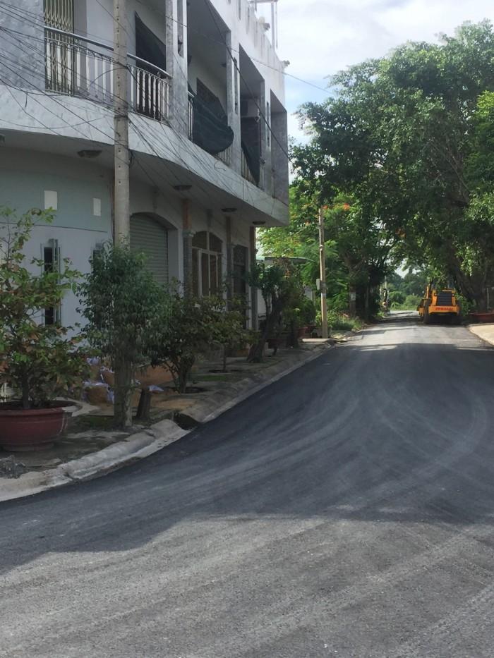 Đất nền mặt tiền đường lớn 50m. Phước lý long an giá rẻ. 390 triệu. 100m2. Sổ hồng riêng. Đất thổ cư 100%
