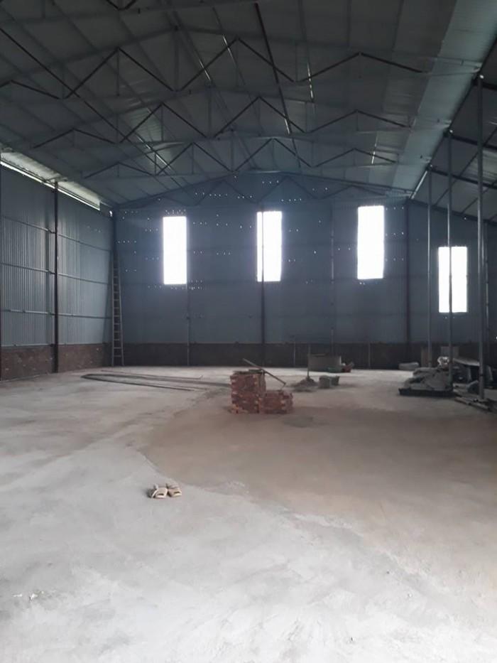 Cho thuê kho xưởng 205m2 Long Biên đường oto tải cỡ lỡn ra vào thoải mái.