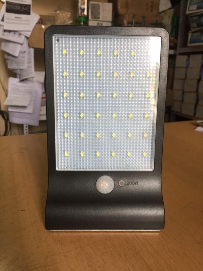 Đèn Led năng lượng mặt trời cảm biến cơ thể và ánh sáng JP365