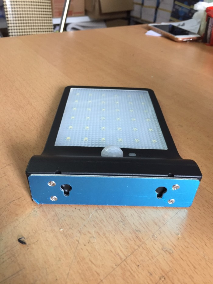 Đèn Led năng lượng mặt trời cảm biến cơ thể và ánh sáng JP361
