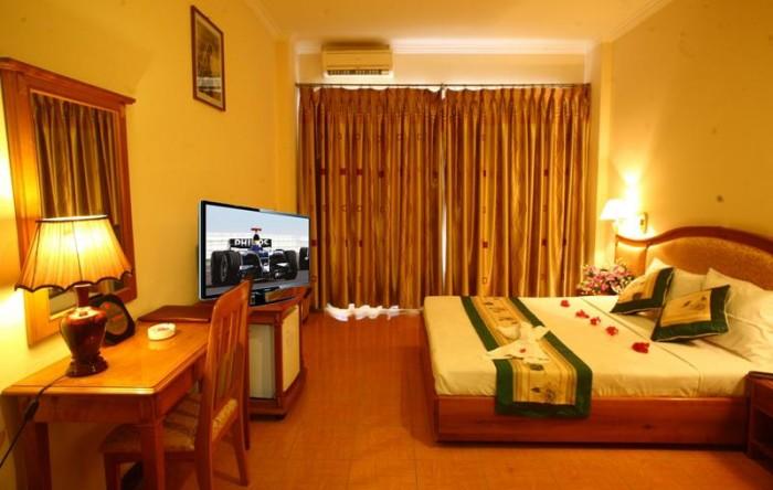 Bán gấp khách sạn, ngay cầu Lê Văn Sỹ, P14, Quận 3, giá 19.8 tỷ
