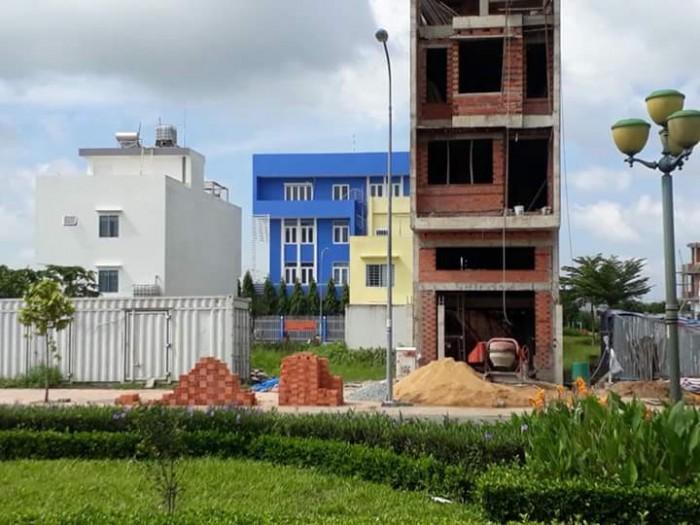 Cần bán miếng đất trên đường Phạm Văn Chí,quận 6. Giá 2tỷ4, 70m2. Sổ hồng riêng