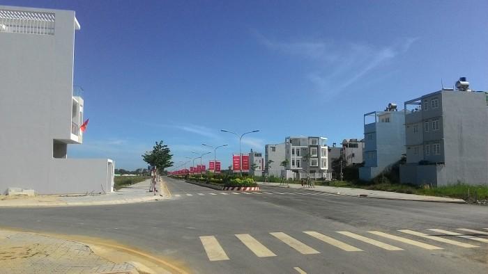 Bán gấp lô đất Nguyễn Văn Tạo . gần chợ Long Thới giá 985tr, 100m2, khu đông dân, SHR,