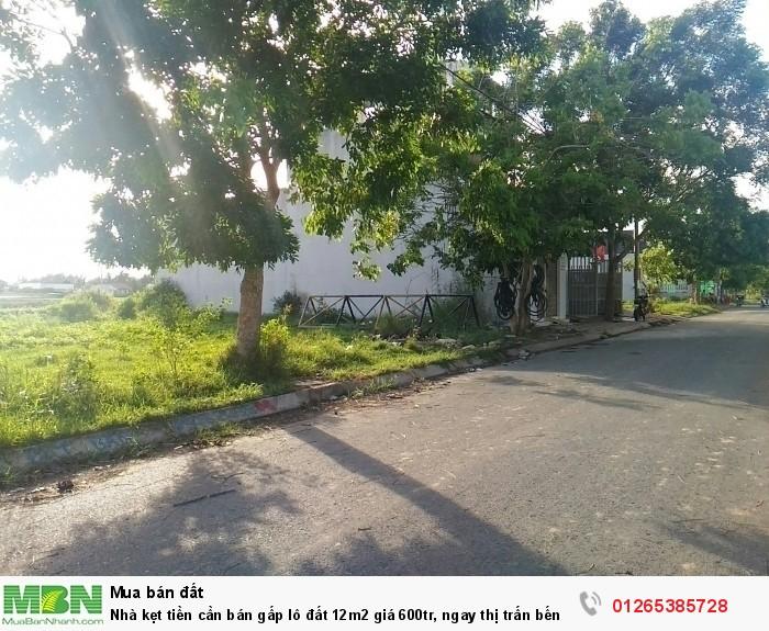 Nhà kẹt tiền cần bán gấp lô đất 120m2, ngay thị trấn Bến Lức