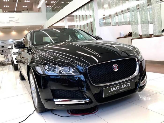 Jaguar XF sản xuất 2016, màu đen, xe nhập