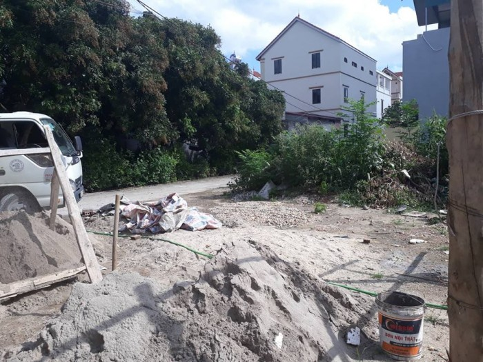 Bán nhà 2,5 tầng mới xây tại xóm 1 xã Đông Dư. 2 ngủ, 2wc. Dt 41,3m2. 2 mặt tiền.
