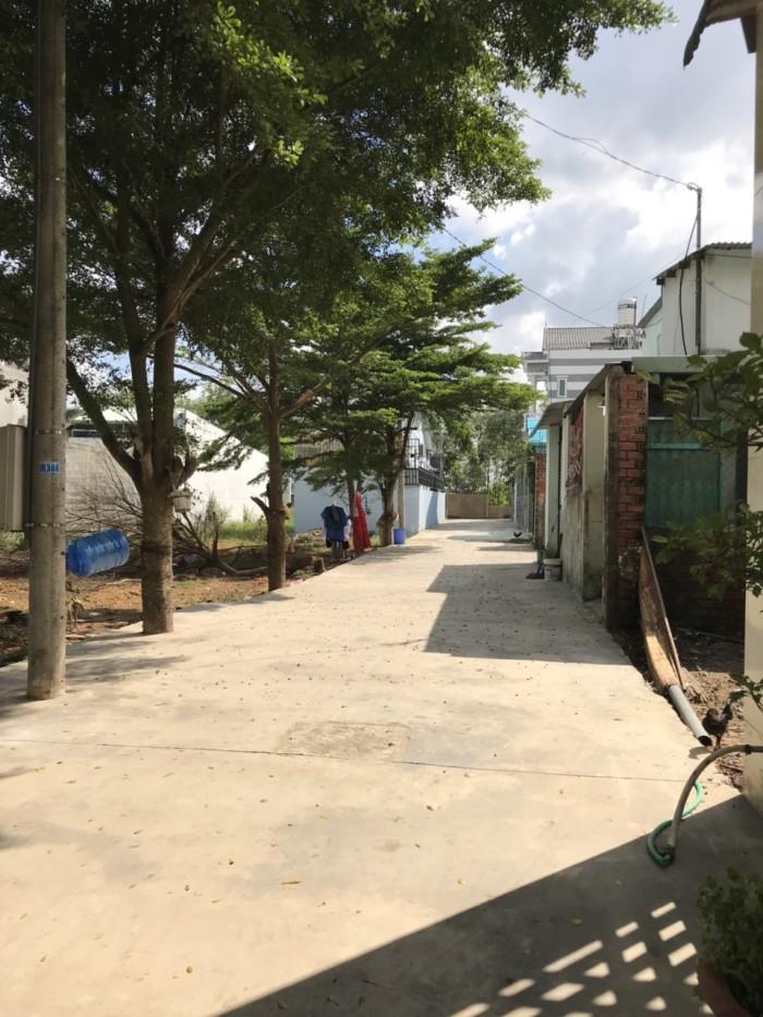 Cần bán lô đất gần chợ Bình Hòa.