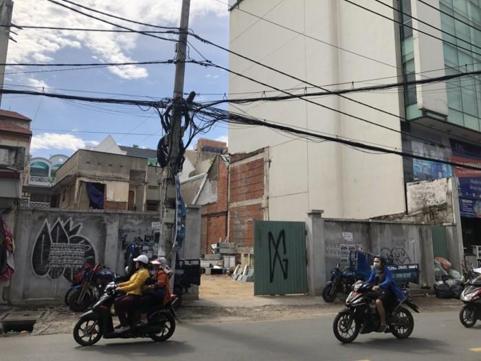 MT Huỳnh Văn Bánh ngay Nguyễn Văn Trỗi. 16x20.