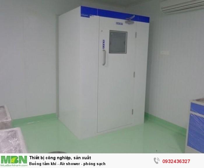 - Cleanroom Air shower được thiết kế với hệ thống vòi phun khí sạch giúp thổi sạch và thu hồi bụi bẩn trên quần áo -  Hệ thống khóa cửa đảm bảo quá trình làm sạch đúng yêu cầu - Sau khi quạt gió ngừng thổi 1 thời gian ngắn khoảng vài chục giây thì chốt điện mở cho phép nhân viên vào phòng sạch2