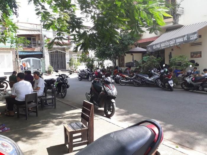 Sang quán cafe Hoàng Gia